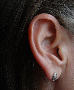 Beim Umgang mit Ohrenkerzen ist Vorsicht geboten.